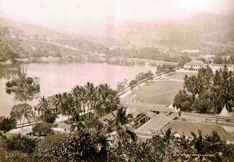 Temple tooth ceylon early c_1900.jpg