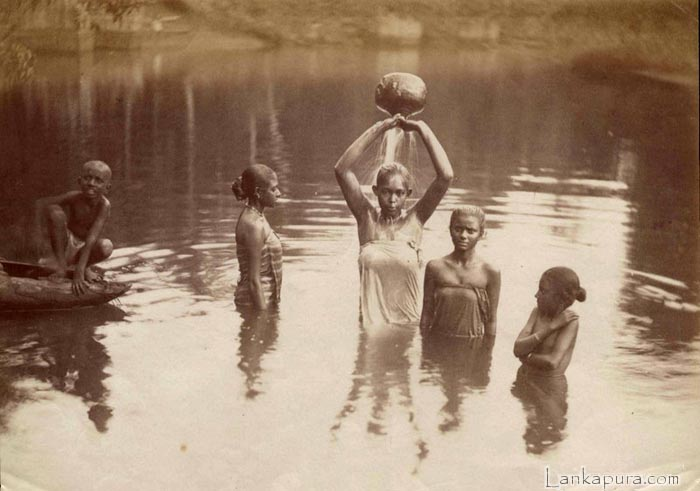 ceylon-colombo-young-women-bathing-skeen.jpg