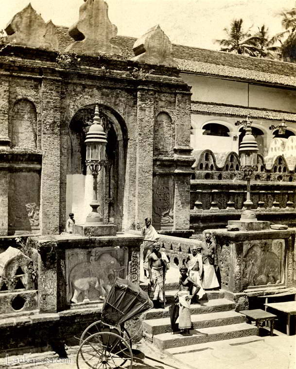 The entrance to temple of the tooth Kandy, Ceylon 1910