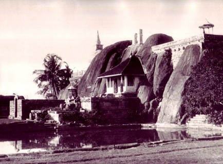 Isurumuniya Rock Temple,  Anuradhapura Ceylon 1900s