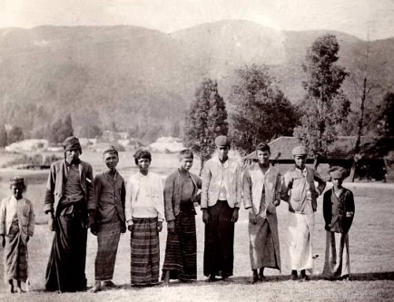 A group of golf caddies at Nuwara Eliya, Ceylon 1903
