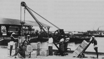 crane being use to dispatch Tea 1885