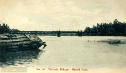 Victoria Bridge across the Kelani River at Grand Pass